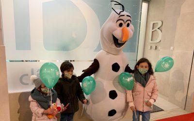 Olaf visita la Clínica Dental Bucoral de Antequera
