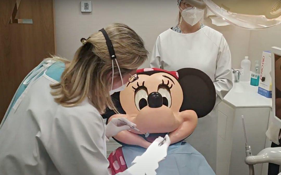 Minnie Mouse, de visita en la Clínica Dental Bucoral de Antequera