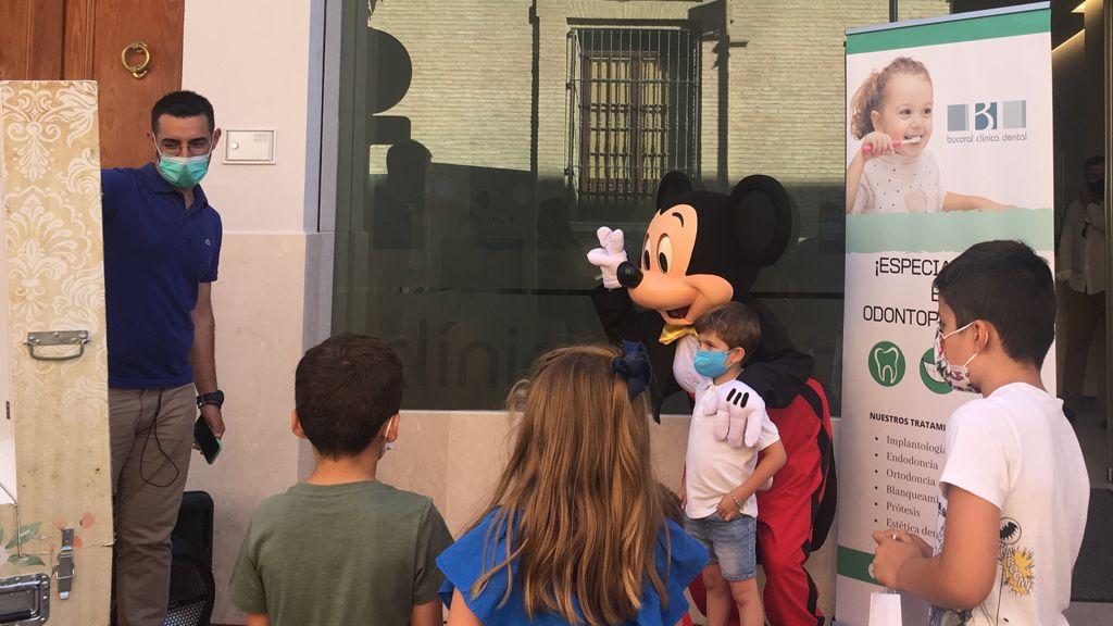 Mickey celebra con Bucoral el primer aniversario de las modernas instalaciones de Antequera